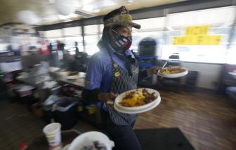 Mỹ công bố hiệu quả cụ thể của các biện pháp cấm ăn uống tại nhà hàng và đeo khẩu trang