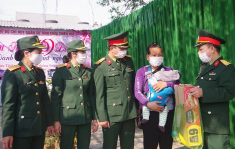 """Gian hàng """"0 đồng"""" dành cho phụ nữ nghèo tại Huế trong dịp kỷ niệm Ngày Quốc tế phụ nữ 8/3"""
