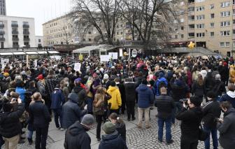 Hàng trăm người tụ tập phản đối các hạn chế COVID-19 tại Thụy Điển