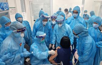 Nữ điều dưỡng chia sẻ cảm xúc khi tiêm mũi vắc xin COVID-19 đầu tiên