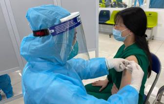 377 người đã được tiêm vắc xin COVID-19 trong ngày đầu tiên
