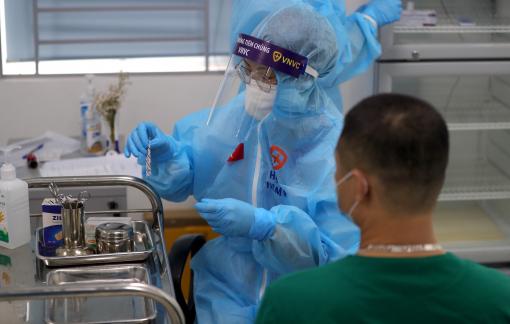 Vì sao chưa đến 1.000 người được tiêm vắc-xin COVID-19 sau 3 ngày triển khai?