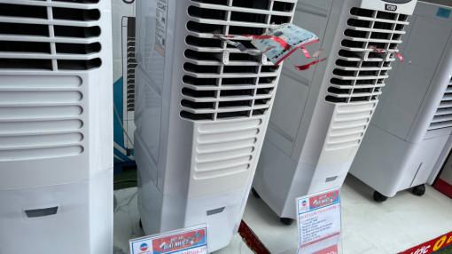 Máy lạnh, quạt chống nóng… hàng cũ lấn át hàng mới