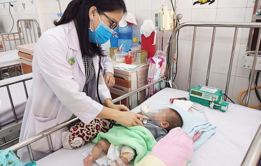Nắng nóng, nhiều trẻ nhiễm trùng đường tiêu hóa phải nhập viện