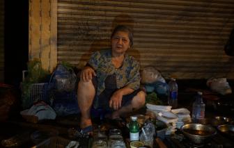 Ghé hàng ốc chỉ mở lúc 12g đêm của bà lão 71 tuổi