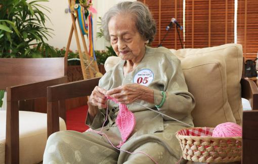 """""""Người đàn bà ngồi đan"""" qua hai thế kỷ"""