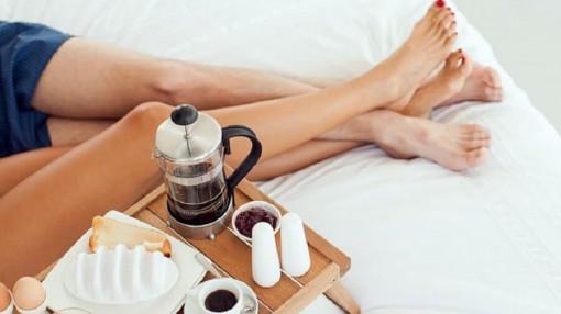 Uống cà phê giúp thăng hoa gối chăn?