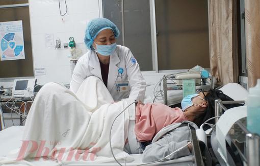 """Bác sĩ cứu mẹ con sản phụ mắc bệnh hiếm: """"5 phút bắt em bé dài như thế kỷ"""""""