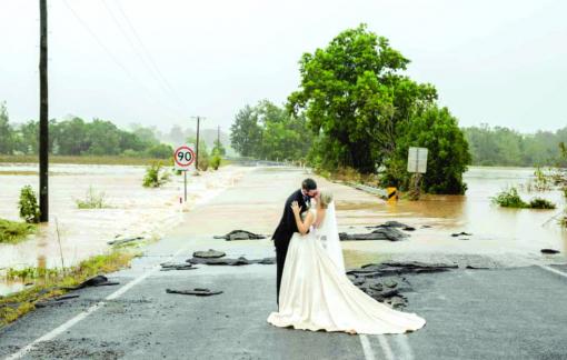Lũ lụt không ngăn được đám cưới