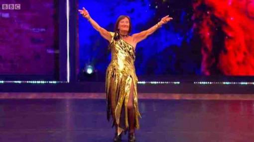 Cụ bà 99 tuổi khiêu vũ mỗi ngày để gây quỹ