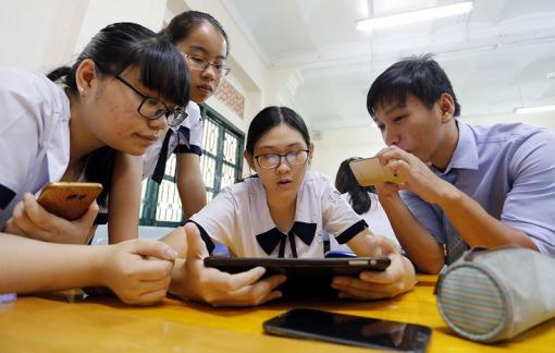 Cử tri kiến nghị sửa quy định học sinh sử dụng điện thoại trong lớp