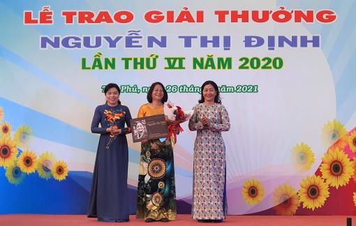 """Tác giả """"Nhà trẻ công ty"""" nhận Giải thưởng Nguyễn Thị Định"""