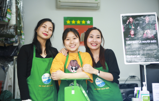 Tiệm giặt ủi của ba cô gái khiếm thính ở Hà Nội