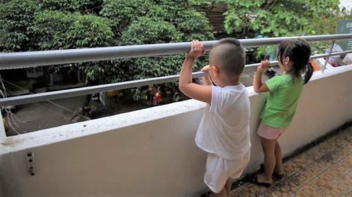 TPHCM tổng rà soát lan can chung cư sau vụ bé gái rơi lầu ở Hà Nội