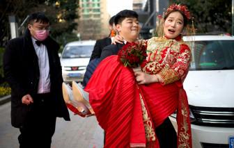 Trung Quốc: Cấm những trò chơi phá rối dung tục trong đám cưới truyền thống
