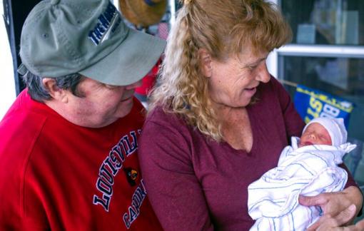 Người phụ nữ Mỹ sinh con ở tuổi 57