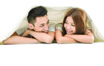 """Chồng """"ki bo"""" trên giường"""