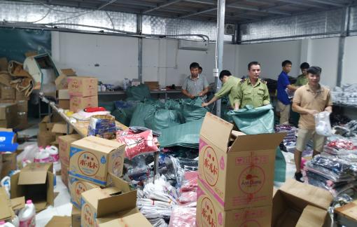 Triệt phá kho hàng lậu lớn nhất Ninh Bình