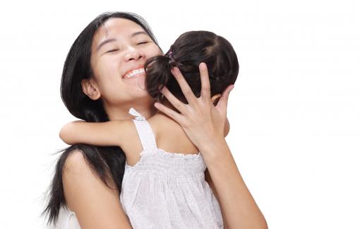 Quyền được ôm ấp của con trẻ