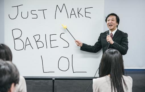 """Giám đốc Nhật Bản bị chỉ trích khi khuyên nhân viên """"chơi đùa để có em bé"""""""