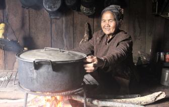 """Nghệ nhân ưu tú Yă Xuâng: """"Vốn hiếm"""" của hơ mon"""