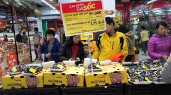 Thời trang, mỹ phẩm, siêu thị... đồng loạt giảm giá cuối tuần