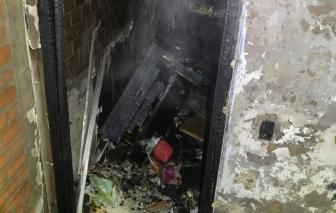 TPHCM: Cứu 5 người mắc kẹt trong căn nhà bốc cháy dữ dội lúc rạng sáng