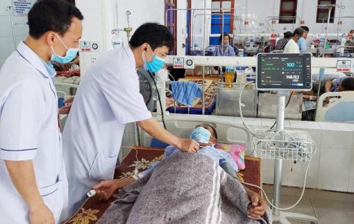 Nhập viện cấp cứu vì ngộ độc thuốc tê khi làm răng giả