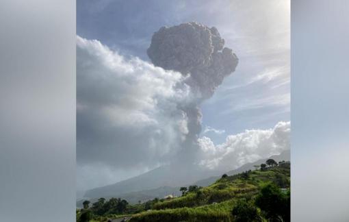 """Núi lửa La Soufriere đột ngột """"thức giấc"""", hàng ngàn người dân sơ tán"""