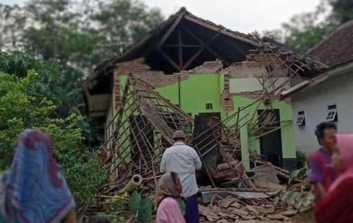 Ít nhất 18 người thương vong sau trận động đất ngoài khơi ở Indonesia