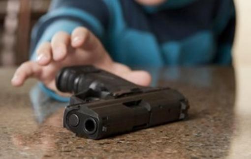 Mỹ: Anh trai 3 tuổi vô tình nổ súng khiến em 8 tháng tuổi thiệt mạng thương tâm