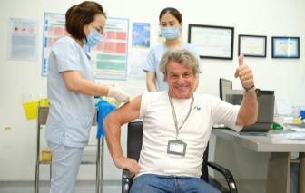 Bệnh viện FV tiêm vắc-xin COVID-19 cho 146 bác sĩ, nhân viên tuyến đầu chống dịch