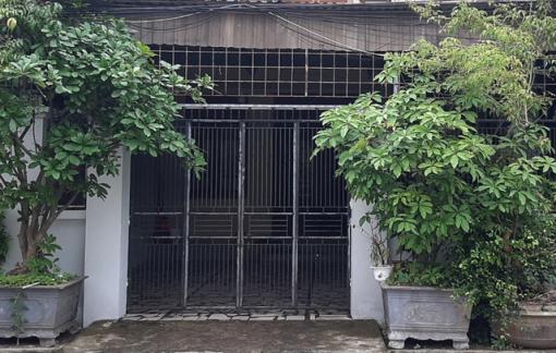 Bắt đôi nam nữ hắt cả ca hóa chất vào mặt người phụ nữ trước cổng nhà