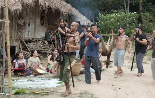 Bộ phim zombie đầu tiên có sự tham gia của bộ tộc săn đầu người Iban