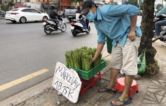 Măng tây giá rẻ tràn xuống lề đường