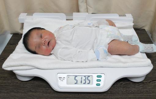 Bé trai sơ sinh nặng hơn 5,1kg