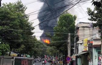 Cháy lớn ở công ty sơn rộng 11.000m2 ở Bình Dương