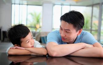 Đàn ông hậu ly hôn: Nhọc nhằn gà trống nuôi con