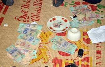 Quảng Trị: 3 cán bộ cấp huyện đánh bạc cùng 2 chủ doanh nghiệp, bị phạt 200 triệu đồng