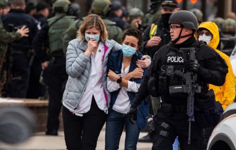 Nước Mỹ rúng động: Ít nhất 45 vụ xả súng hàng loạt trong một tháng!
