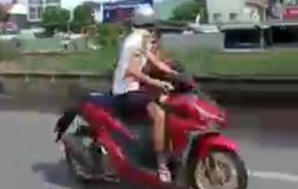 """""""Quái xế"""" chặn đường Nguyễn Văn Linh để """"quậy"""""""