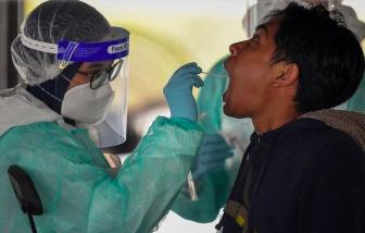 40 nhân viên y tế Malaysia nhiễm COVID-19 dù tiêm đủ 2 liều vắc-xin