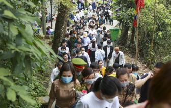 Hàng ngàn người dân đổ về lễ giỗ Tổ Hùng Vương