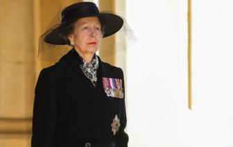 Vì sao chỉ có duy nhất một người phụ nữ đi sau quan tài Hoàng thân Philip?