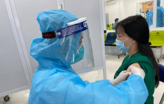 Đông máu sau tiêm vắc-xin COVID-19 có thể xử lý được ở y tế cơ sở