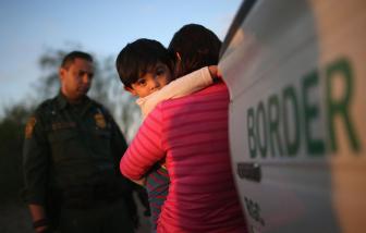 Dùng trẻ em làm bình phong để nhập cư vào Mỹ