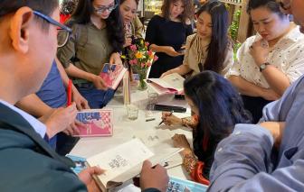 Nhà văn Nguyễn Thị Hoàng giao lưu tại Hội sách xuyên Việt