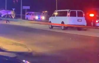 3 vụ xả súng trong vòng 24 giờ tại Mỹ: 14 người thương vong