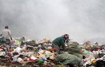 Người dân kêu trời vì bãi rác cháy 10 ngày chưa tắt