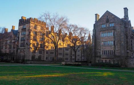 Mỹ: Nhiều trường đại học bắt buộc sinh viên tiêm vắc-xin COVID-19